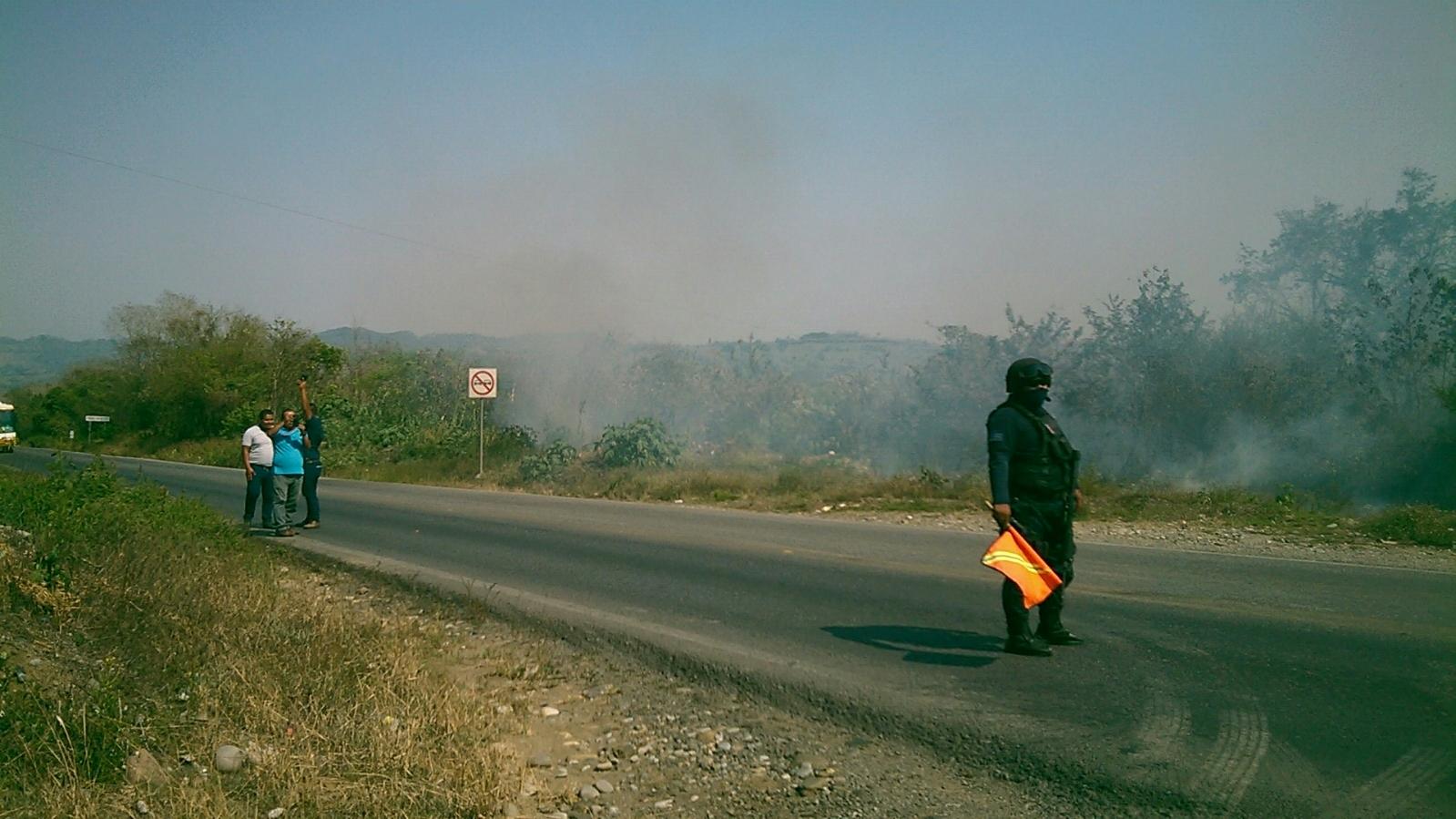Cierran la México-Tuxpan por incendios; dos intoxicados